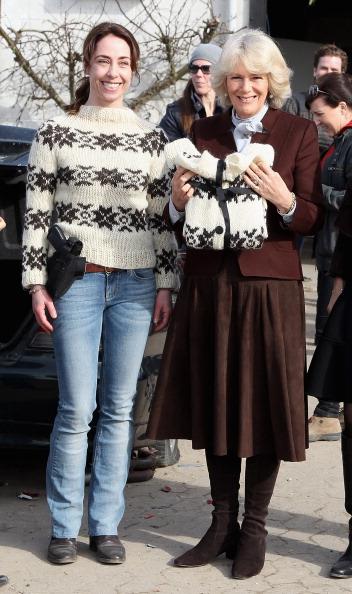 Камилла вместе с актрисой Софи Грабол (Sofie Grabol) на школьной органической ферме. Фоторепортаж. Фото: Chris Jackson / Getty Images