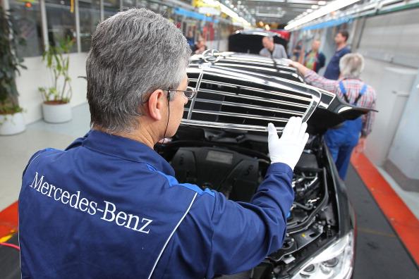 Mercedes-Benz S-Class на заводе в Зиндельфингене. Фоторепортаж с завода автоконцерна Daimler AG. Фото: Thomas Niedermueller/Getty Images
