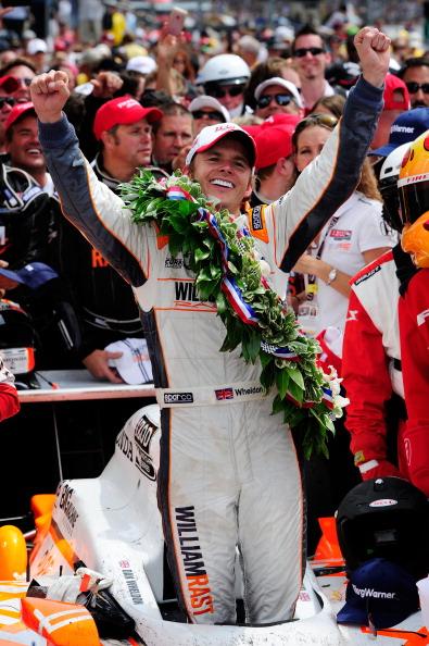Дэн Уэлдон одержал победу в автогонке «Индианаполис – 500». Фото: Robert Laberge/Nick Laham/Getty Images