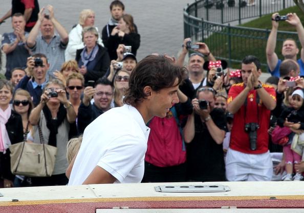Рафаэль Надаль после победы на  «Ролан Гаррос»  в отеле Диснейлэнда. Фоторепортаж из  Парижа. Фото: JACQUES DEMARTHON/AFP/Getty Images