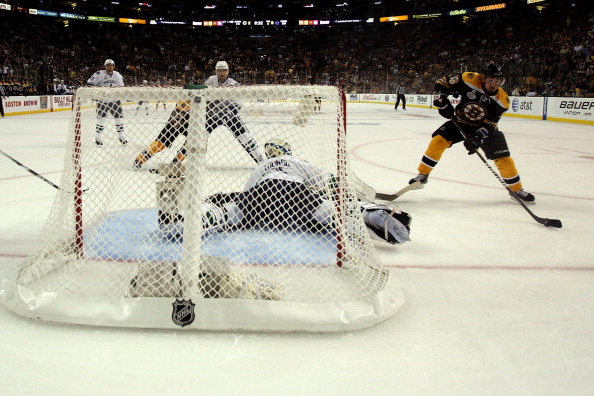 «Бостон Брюинс» разгромил «Ванкувер Кэнакс»  в третьем финальном  матче  со счетом 8:1. Фоторепортаж с матча. Фото:  Bruce Bennett /Harry How /Rich Lam/Getty Images