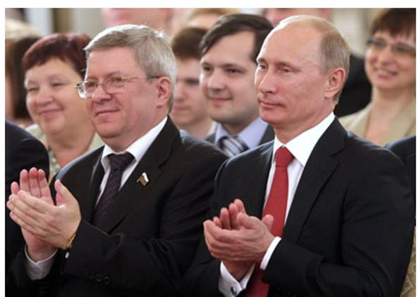 Дмитрий Медведев и Владимир Путин в День России. Фоторепортаж из Кремля. Фото с сайта premier.gov.ru