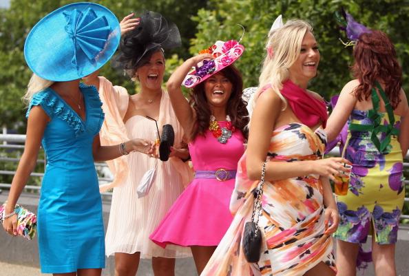 Экстравагантные шляпки и наряды на королевских скачках Royal Ascot. Фото: Dan Kitwood/Getty Images