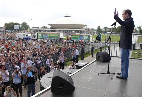 Фоторепортаж  о посещении Дмитрием Медведевым в  Казани Рок-фестиваля.  Фото: DMITRY ASTAKHOV/AFP/Getty Images