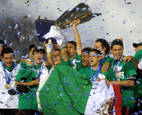 Золотой кубок КОНКАКАФ 2011 в девятый раз выиграла сборная Мексики. Фото: Kevork Djansezian/Stephen Dunn/Getty Images