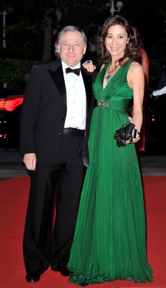 Князь Монако  Альберт II  и  его жена, княжна  Шарлин, встречают гостей. Фото: Sean Gallup/Pascal Le Segretain/Getty Images