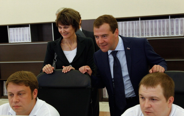 Дмитрий Медведев и президент Швейцарии  Мишлин Кальми-Ре в Коломне открыли цементный завод. Фото: VLADIMIR RODIONOV/AFP/Getty Images