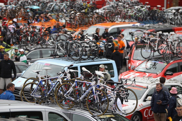 Самуэль Санчес выиграл горный этап велогонки Tour de France. Фото: Michael Steele/ JOEL SAGET /PASCAL PAVANI/AFP/Getty Images