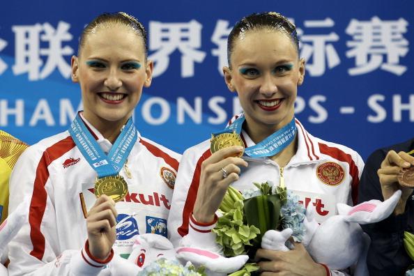 Наталья Ищенко  и Светлана Ромашина завоевали золото в дуэте по синхронному плаванию. Фото:  Ezra Shaw/FRANCOIS XAVIER MARIT/AFP/Getty Images