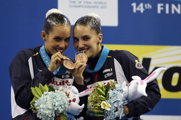 Бронзовые медали по синхронному плаванию в дуэте выиграли испанки Андреа Фуэнтес  и  Она Карбонели.  Фото:  Ezra Shaw/FRANCOIS XAVIER MARIT/AFP/Getty Images