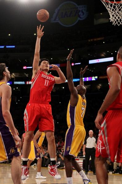 Китайский баскетболист Яо Мин (Yao Ming) объявил о завершении карьеры. Фото:  Jeff Gross/ PHILIPPE LOPEZ/AFP/Getty Images