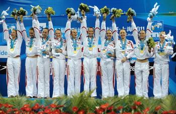 Российскую сборную по синхронному плаванию с победой в чемпионате мира поздравил Дмитрий Медведев. Фото: PETER PARKS/AFP/Getty Images