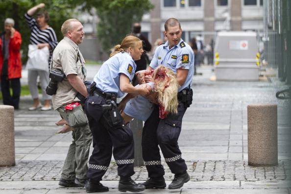 Фоторепортаж c  места мощного взрыва возле правительственных зданий в Осло. Фото: HOLM MORTEN/AFP/Getty Images