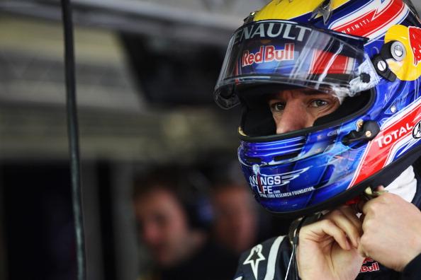 Марк Уэббер лидирует на  Гран-при Германии в соревнованиях «Формулы-1».  Фото:  Clive Mason/Getty Images