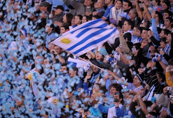 Сборная Уругвая празднует победу в кубке Америки. Фото: JUAN MABROMATA /ANTONIO SCORZA/ DANIEL GARCIA/AFP/Getty Images