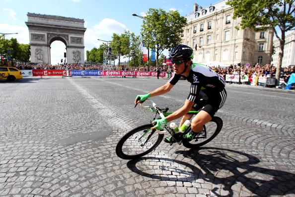 Велогонку Tour de France впервые выиграл австралиец  - Кэйдел Эванс. Фото: Bryn Lennon/Michael Steele/ JOEL SAGET /PASCAL PAVANI/AFP/Getty Images