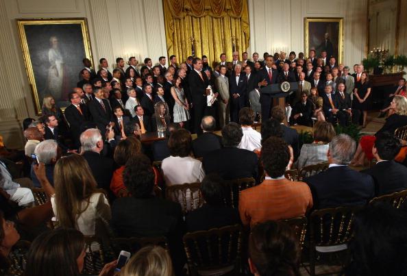 Барак Обама в Белом доме принимал бейсбольную команду San Francisco Giants. Фото: Win McNamee / Getty Images