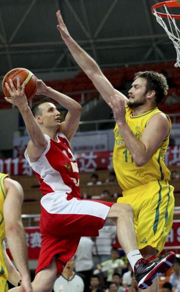 Россияне выиграли у команды Австралии баскетбольный матч на  Кубок Haining. Фото: STR/AFP/Getty Images