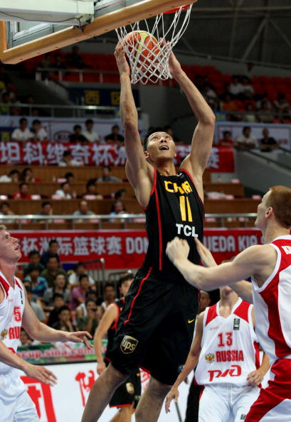 Студенческая  сборная России по баскетболу проиграла команде Анголы. Фото: STR/AFP/Getty Images