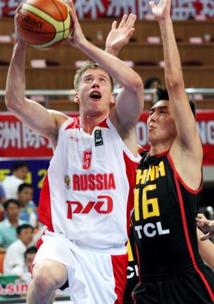 Фоторепортаж. Российская студенческая  сборная по баскетболу выиграла  континентальный  баскетбольный товарищеский матч на кубок Станковича у китайской  команды со счетом  – 50:49 (11:15, 12:11, 16:10, 11:13).  Матч проходил в восточнокитайском городе  Хайнане  4 августа.