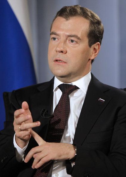Медведев признал возможным решить конфликт с Грузией, существующий  после войны 2008 года. Фото: VLADIMIR RODIONOV/AFP/Getty Images