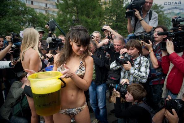 Фоторепортаж  с московской акции «против пива, как алкоголя». Фото:  DMITRY KOSTYUKOV/AFP/Getty Images