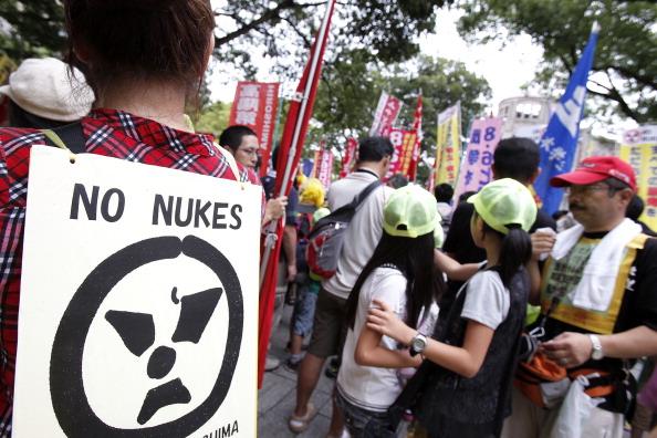 В Хиросиме прошла  акция протеста против атомной бомбы.  Фото:  Kiyoshi Ota/Getty Images