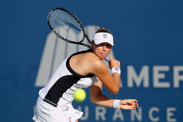 Вера Звонарева вышла в полуфинал турнира Mercury Insurance Open. Фото: Jeff Gross/Getty Images