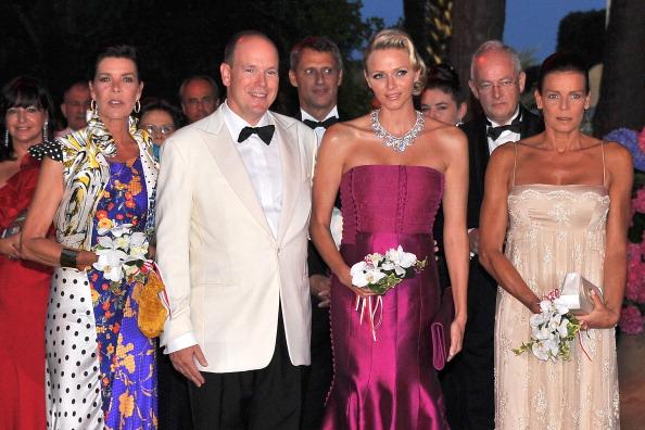 Гости на балу Красного  Креста, организованном принцем Монако Альбертом II и принцессой Шарлин.  Фото:  Pascal Le Segretain/Getty Images