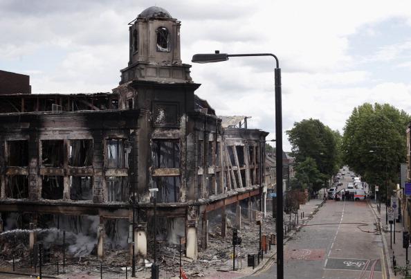 Фоторепортаж о беспорядках и мародерстве, распространившихся в Лондоне. Фото: Dan Kitwood/Getty Images