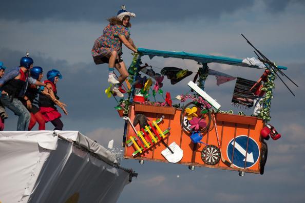 Фоторепортаж с конкурса  «Летный день» на Москве-реке. Фото: Lisa Maree Williams/NATALIA KOLESNIKOVA/AFP/Getty Images