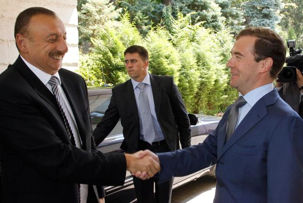 Фоторепортаж  о встрече Дмитрия Медведева с президентом Азербайджана Ильхамом Алиевым. Фото: VLADIMIR RODIONOV/AFP/Getty Images