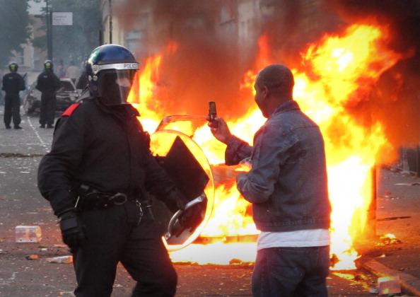 16 тысяч полицейских выведены на улицы Лондона для усмирения бунтовщиков. Фото: Dan Kitwood/ Matthew Lloyd/Getty Images