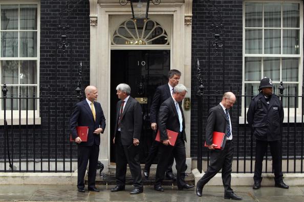 Первая тихая ночь с начала погромов в Лондоне. Члены кабинета министров Британии. Фото: Jeff J Mitchell/Dan Kitwood /Getty Images