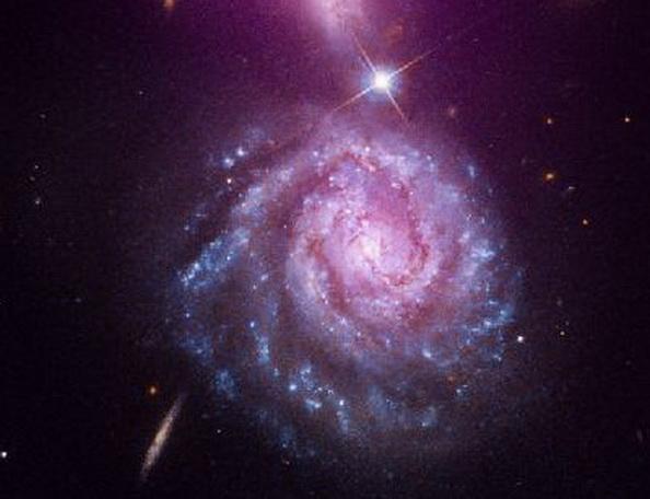 «Хаббл» передал фото туманности Ожерелья и Космического  восклицательного знака. Фото  с сайта nasa.gov