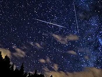 Августовский звездопад проходит на фоне полной Луны. Фото с сайта nasa.gov
