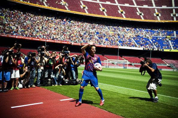 Сеска Фабрегас  празднует свое возвращение в «Барселону». Фото: David Ramos/Getty Images