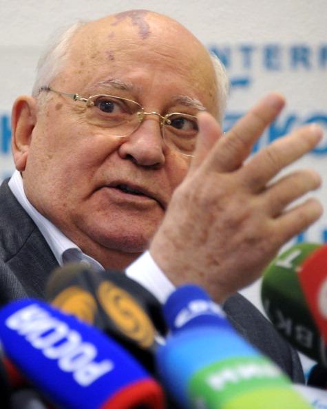 Михаил Горбачев на пресс-конференции призвал к переменам в руководстве России. Фото: ALEXANDER NEMENOV/AFP/Getty Images