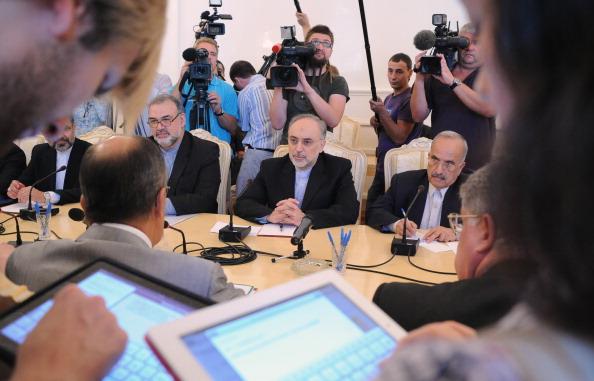 Фоторепортаж о переговорах министров иностранных дел Ирана и России Али Акбар Салехи и Сергея Лаврова. Фото: ALEXANDER NEMENOV/AFP/Getty Images