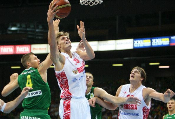 Фоторепортаж с баскетбольного матча между сборными  России и Литвы. Фото: PETRAS MALUKAS/AFP/Getty Images