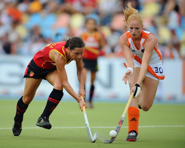 Фоторепортаж с матча по хоккею с мячом  между женскими сборными Испании и Нидерландов.  Фото:  Dennis Grombkowski/Bongarts/Getty Images