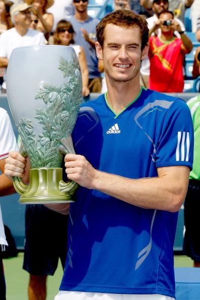 Энди Мюррей выиграл финальный матч турнира у  Новака Джоковича. Фото: Matthew Stockman/Getty Images