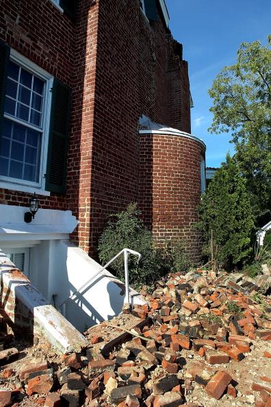 Фоторепортаж  о разрушенных землетрясением домах в штате Виржиния. Фото:  Tom Whitmore/Getty Images