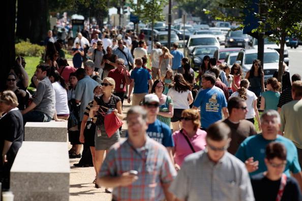 Землетрясение на восточном побережье  США заставило людей покинуть дома. Фото: Michael Bocchieri /Andrew Burton /Mario Tama /Chip Somodevilla/ Spencer Platt/Getty Images
