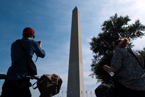 Монумент Вашингтона  в США закрыт для посещения из-за трещины, образовавшейся после землетрясения. Фото: MANDEL NGAN/AFP/Getty Images