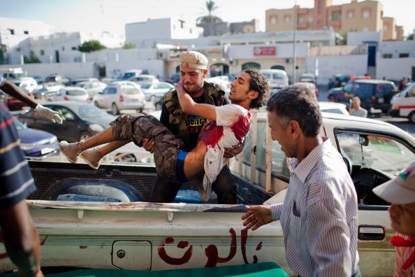 Фоторепортаж о ливийских повстанцах, раненых в боях с войсками  Каддафи. Фото: Daniel Berehulak/Getty Images