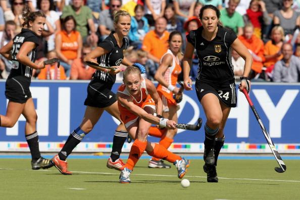 Женская сборная Нидерландов по хоккею на траве обыграла в  финале  команду Германии. Фоторепортаж  с  матча. Фото: Mathis Wienand/Bongarts/Getty Images