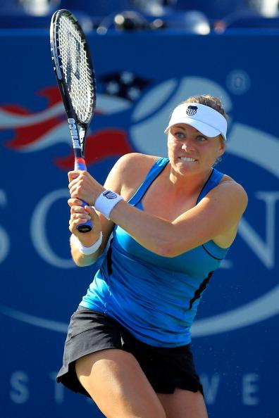 Вера Звонарева вышла во второй круг турнира US Open-2011 в Нью-Йорке. Фото: Chris Trotman/Getty Images