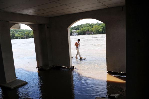Фоторепортаж  о наводнении в штате  Нью-Джерси, после урагана «Айрин». Фото: Michael Loccisano/Getty Images