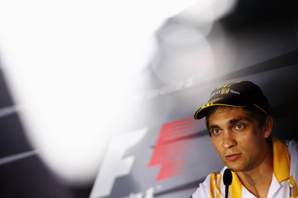 Формула-1. Гран-при Австралии: Петров - двенадцатый, лидирует Баттон. Виталий Петров. Фото:  Clive Mason/Paul Gilham/Mark Thompson/Getty Images
